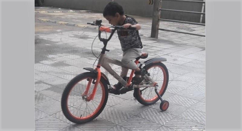 cycling using training wheel